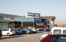 Denuncien la venda il·legal de cotxes al costat del mercadillo de Torrefarrera