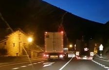 VÍDEO | Investiguen un camioner per conducció temerària a Sopeira