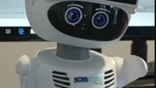 El robot obre i tanca l'acte