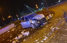 Abandonen un cotxe a Cappont després de tenir un aparatós accident