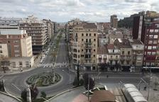 Esta es la vista de la plaza Ricard Viñes y la avenida Prat de la Riba de Lleida a las 10.35 horas
