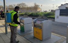 Desinfecció de contenidors al Palau d'Anglesola.