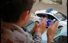 VÍDEO | La policia felicita un nen de les Borges pel seu aniversari