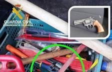 Dos detinguts a Mollerussa al trobar-los un revòlver al maleter