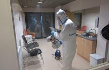 Militars desinfecten un centre geriàtric a Sort