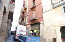 Cremen palets en un pis abandonat de Lleida