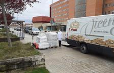 Torrons Vicens regala torrons als hospitals