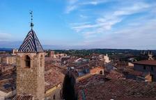 El centre històric de Solsona vist des d'una finestra.