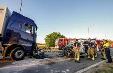 Muere un vecino de Barbastro al chocar su furgoneta contra un camión en Puigverd de Lleida