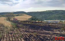 Ocho dotaciones sofocan un fuego de vegetación en Os de Balaguer