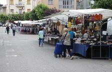 Les parades de roba van tornar ahir al mercat de Tremp.