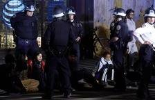 Les protestes desafien els tocs de queda a les ciutats dels Estats Units