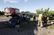 Tres ferits en una col·lisió frontal de cotxes a Seròs