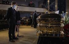 El funeral de Floyd, entelat per nous casos de brutalitat policial