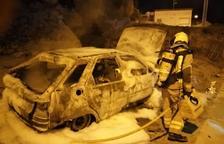 Un incendi calcina un vehicle i 30 metres de matolls a Almenar