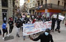 Més de 600 persones criden a Lleida contra el racisme i en memòria de George Floyd