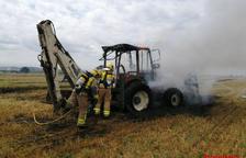 Un incendio calcina un tractor y afecta vegetación agrícola en Corbins