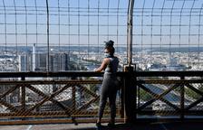 La Torre Eiffel reobre tres mesos després de tancar pel virus