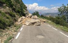 Una altra allau de grans roques talla de nou la carretera de Castell de Mur