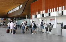 L'aeroport d'Alguaire recupera els vols després de tres mesos i acull cent viatgers