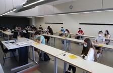 La majoria dels 2.197 estudiants lleidatans van portar la mascareta posada a l'aula durant les primeres proves malgrat no ser obligatòria