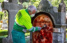 Ruixen amb pintura roja la làpida de Buesa, assassinat per ETA