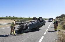 Muere el conductor de un vehículo en una salida de vía en la C-13 en La Sentiu