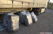 Oculta 220 kilos de 'maría' en los ejes del camión