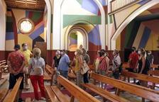 Primeras visitas a la iglesia de Penelles, decorada por Berni Puig