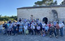 Algunos de los participantes en el Aplec de Sant Salvador de Les Borges Blanques tras la celebración de una misa en honor al santo.