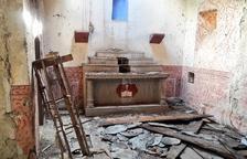 L'església de Sant Serni d'Àneu presenta aquest lamentable estat de conservació.