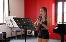 Una alumna de clarinet, durant una classe d'aquesta edició de l'AIMS de Solsona.
