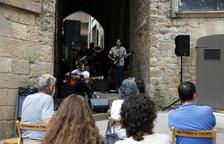 El grup de Solsona Music Trick, durant la seua actuació d'ahir a la plaça Sant Joan.