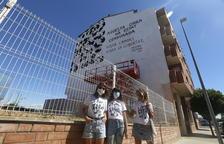 IMATGES | Més d'un centenar de persones protesten contra la censura d'un mural a Torrefarrera
