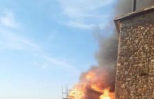 Un incendi calcina una casa de fusta a Llimiana
