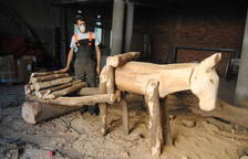 Erik Schmitz transforma en art els arbres abatuts pel temporal a Linyola