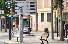 La Paeria de Lleida retira els panells electrònics que informaven sobre places d'aparcament lliures, en desús fa anys