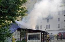 Un incendio destroza el tejado y la cocina de un restaurante en Les
