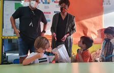 Los niños de La Vall de Boí estrenan el curso con reparto de mascarillas