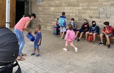 La entrada de los alumnos al colegio de Sanaüja esta semana.