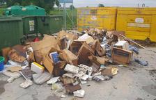 Primera sanción en Castellserà por mal uso del área de emergencia de basura