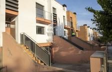 Guissona desencalla la venta de 8 casas de la Sareb tras 10 años