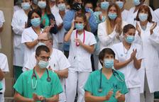 Emotiu minut de silenci a l'hospital Trueta de Girona en homenatge a la parella lleidatana morta a Aigüestortes