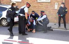Detenido el hijo de una de las víctimas del acusado de Bellcaire al intentar pegar al arrestado