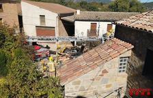 Arde la chimenea y parte del tejado de una casa en Tremp