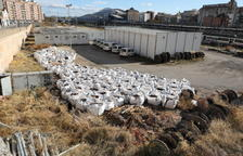 La Paeria ordena a Adif arreglar l'entorn de l'estació de Lleida, ple d'herbes i residus