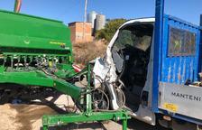 Herido el conductor de una camioneta en un choque con un tractor en Arbeca