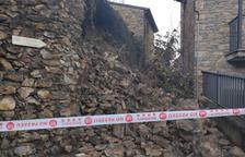 S'esfondra un mur a Estamariu