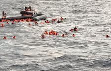 Rescatan a un centenar de migrantes de un naufragio