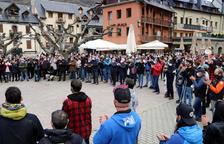 Unas 400 personas exigen en Vielha soluciones urgentes para el turismo